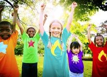 Concept de sourire de bonheur d'unité d'amitié d'enfants Photos libres de droits