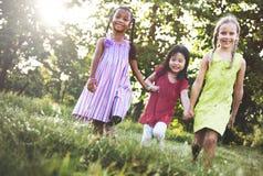 Concept de sourire de bonheur d'unité d'amitié d'enfants Images stock