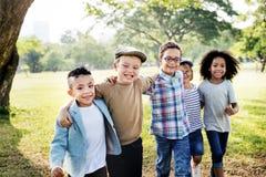 Concept de sourire de bonheur d'unité d'amitié d'enfants Photographie stock libre de droits