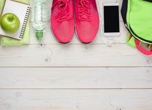 Concept de sport et de forme physique sur le fond en bois de planches Photo stock