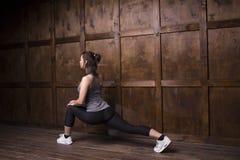Concept de sport - femme faisant des sports Photos stock