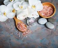 Concept de station thermale avec les orchidées blanches Photographie stock