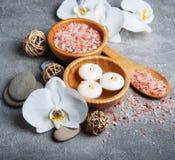 Concept de station thermale avec les orchidées blanches Image libre de droits