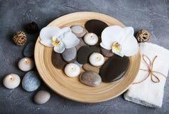 Concept de station thermale avec les orchidées blanches Images libres de droits