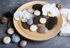 Concept de station thermale avec les orchidées blanches Photos stock