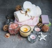 Concept de station thermale avec les orchidées blanches Images stock