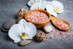 Concept de station thermale avec les orchidées blanches Image stock