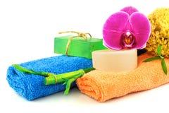 Concept de station thermale des serviettes et des produits colorés de douche photo libre de droits