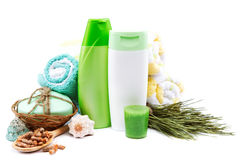 Concept de station thermale ou de salle de bains Shampooing, crème, savons, serviettes Photos libres de droits