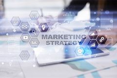 Concept de stratégie marketing sur l'écran virtuel Concept d'Internet, de publicité et de technologie numérique Accroissement de  illustration libre de droits