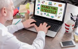 Concept de strat?gie marketing sur un ?cran d'ordinateur portable image stock