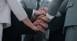 Concept de succès d'équipe : équipe d'affaires se tenant avec la main pliée Images stock