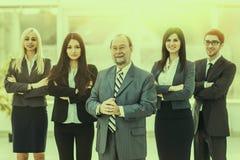 Concept de succès dans les affaires : équipe professionnelle d'affaires sur le fond de bureau Images libres de droits