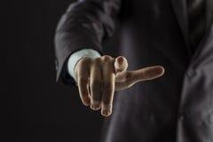 Concept de succès dans les affaires : homme d'affaires dirigeant son doigt en avant Photographie stock