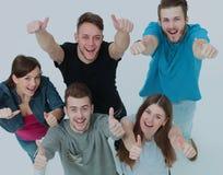 Concept de succès - les jeunes réussis recherchent s'étirants Images stock