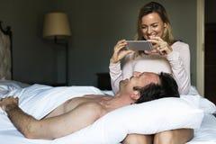 Concept de téléphone de photo d'amour de couples Photographie stock libre de droits