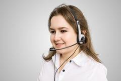 Concept de télemarketing et de service client Jeune femme de sourire Images stock