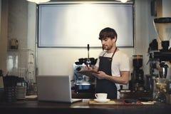 Concept de tablier de Staff Serving Cafeteria de serveur de café de café image libre de droits