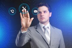 Concept de technologie d'Internet d'affaires L'homme d'affaires choisit Suppor Photographie stock libre de droits