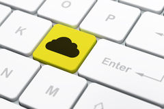 Concept de technologie de nuage : Nuage sur le fond de clavier d'ordinateur Images libres de droits