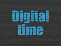 Concept de temps : Temps de Digital sur le fond de mur Images stock