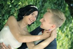 Concept de tendresse nouveaux mariés affectueux heureux Photo libre de droits