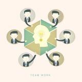 Concept de travail d'équipe avec l'ampoule et les hommes d'affaires Photo libre de droits