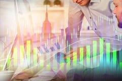 Concept de travail d'équipe, de réunion et d'investissement illustration stock