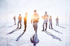 Concept de travail d'équipe, de réunion et de technologie photos stock