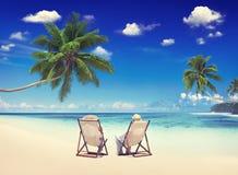 Concept de vacances de plage d'été de vacances de relaxation de couples Image libre de droits