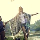 Concept de vacances de relaxation de solitude d'aventure de voyage de fille photos libres de droits