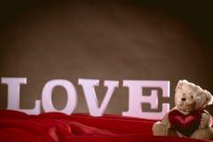 Concept de valentine d'amour avec les lettres blanches Images libres de droits