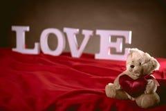 Concept de valentine d'amour avec les lettres blanches Photo libre de droits