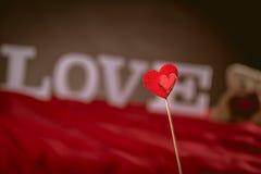 Concept de Valentine sur la table en bois avec les lettres blanches Image libre de droits