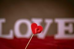 Concept de Valentine sur la table en bois avec les lettres blanches Photo libre de droits