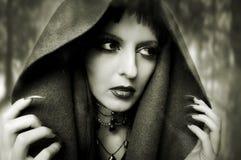 Concept de Veille de la toussaint. Verticale de mode de femme photographie stock