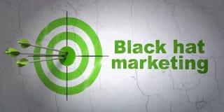 Concept de vente : vente de cible et de chapeau noir sur le fond de mur Images libres de droits