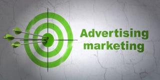Concept de vente : vente de cible et de publicité sur le fond de mur Photo libre de droits