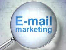 Concept de vente : Email lançant sur le marché avec le verre optique Images stock