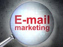 Concept de vente : Email lançant sur le marché avec le verre optique Photographie stock