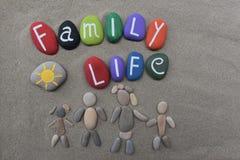 Concept de vie de famille sur des pierres images stock