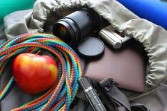 Concept de voyage, collection du sac à dos de touristes Photo libre de droits