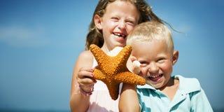 Concept de voyage de Beach Bonding Holiday de soeur de frère Photos libres de droits