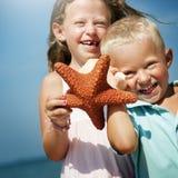 Concept de voyage de Beach Bonding Holiday de soeur de frère photo libre de droits