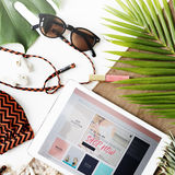 Concept de voyage de vacances de vacances d'achats de vente d'été de plage photo stock