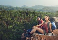 Concept de voyage de voyageur de camping de randonneur d'aventure photographie stock libre de droits