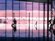 Concept de voyage, les gens dans l'aéroport Photos stock