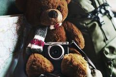 Concept de voyage par la route de Teddy Bear Travel de camping Image libre de droits