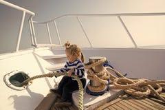 Concept de voyage Peu d'enfant apprécient le voyage de mer Soyez prêt pour le voyage La vie est un voyage, voyagent il bien photos libres de droits
