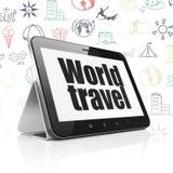 Concept de voyage : Tablette avec le voyage du monde sur l'affichage Photo libre de droits